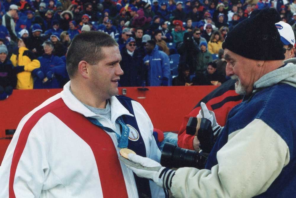 Rulon receiving gold medal