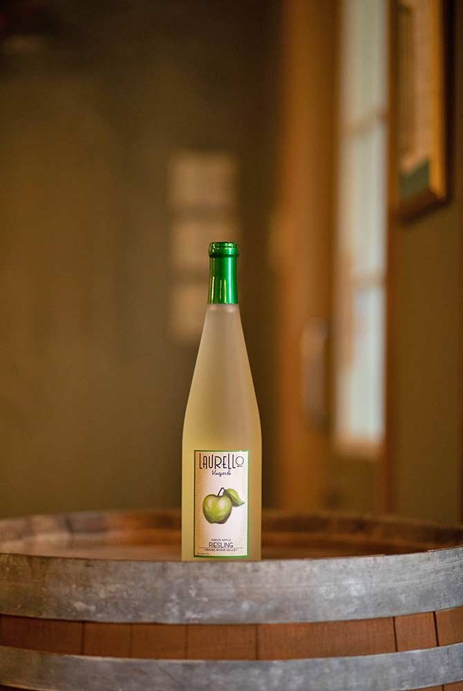 Laurello Green Apple Riesling wine bottle