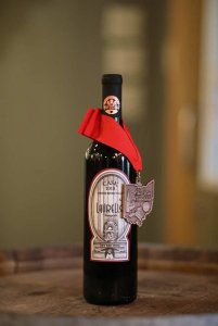 Laurello Dry Red Wine Wine Bottle with medal