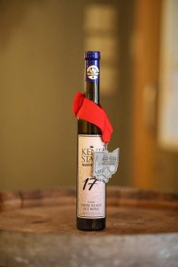 Kent State Vidal Blanc Ice Wine wine bottle with medal