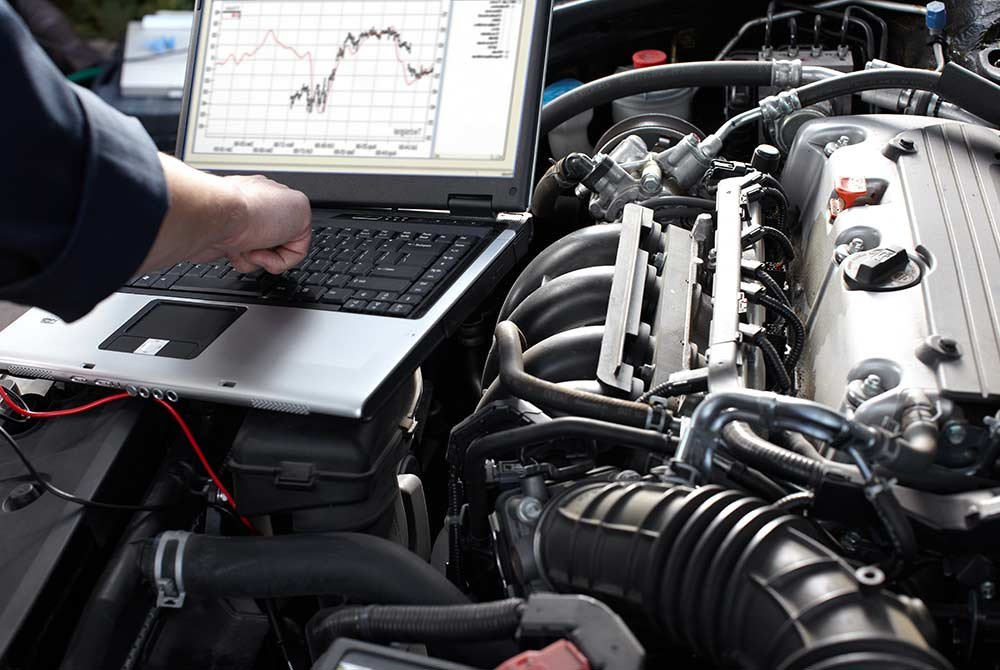 computer diagnosing a cars problems